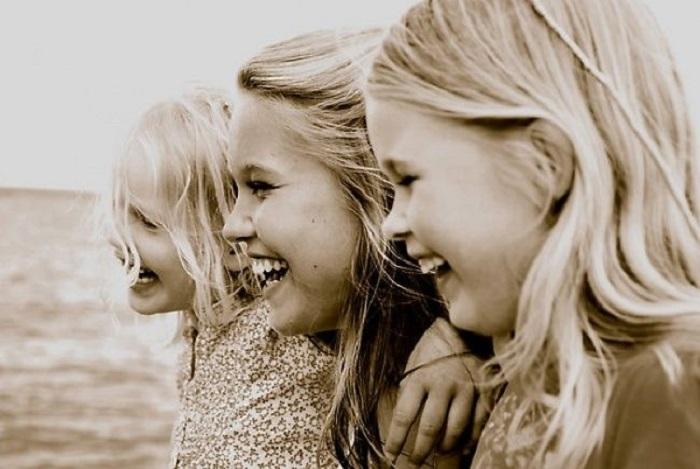 Три красавицы девицы, три волшебные сестрицы...