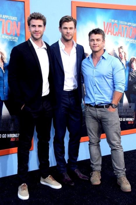 Лиам с братьями Крисом и Люком.
