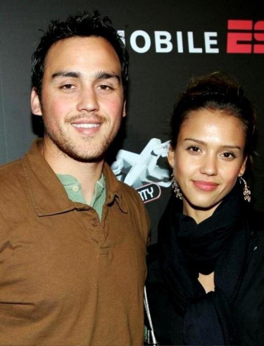 Джессика с братом Джошуа Альба.