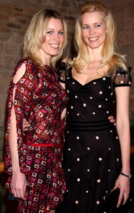 Клаудия с сестрой Энн Шиффер.