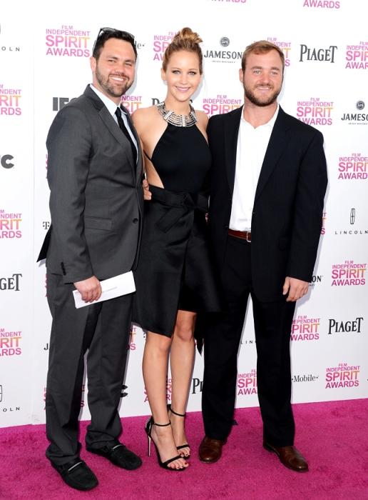 Дженнифер с братьями Блэйном и Бэном.
