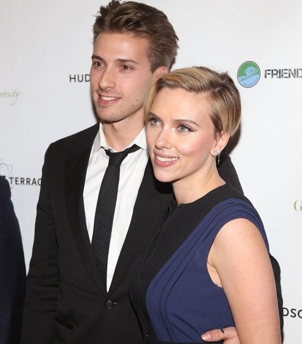 Хантер вместе с сестрой снялся в комедии «Воришки», но на этом его кинокарьера закончилась: парень предпочел заниматься политикой.