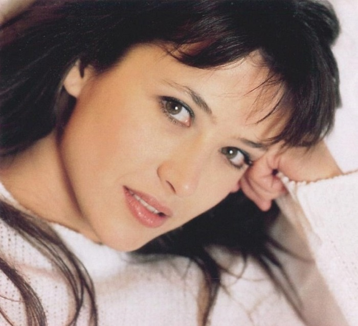 Французская киноактриса, кинорежиссёр и певица.