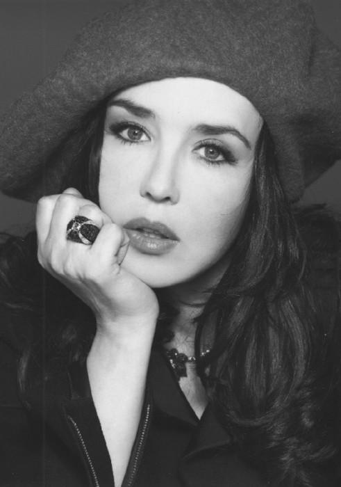 Французская актриса театра и кино, обладательница рекордных 5 премий «Сезар» в категории «лучшая женская роль».