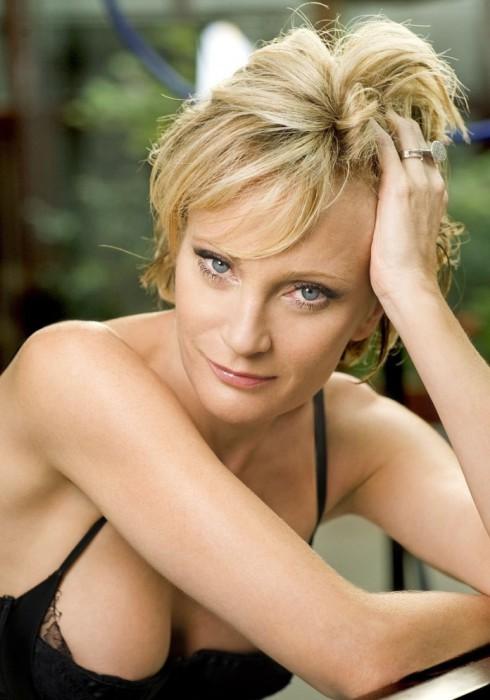 Французская эстрадная певица и актриса.