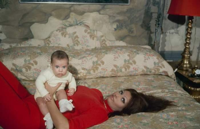 Софи Лорен с сыном, Карло Понти-младший, в 1969 году.