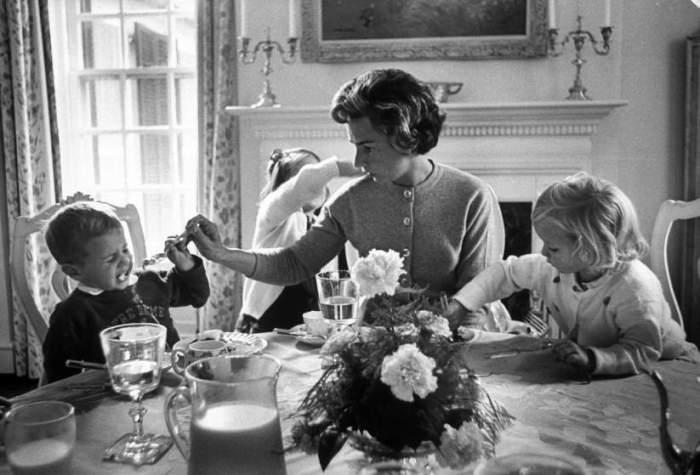 Эттель Кеннеди со своими детьми, 1961 год.