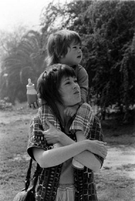 Джейн Фонда и ее дочь Ванесса в Калифорнии, 1971 год.