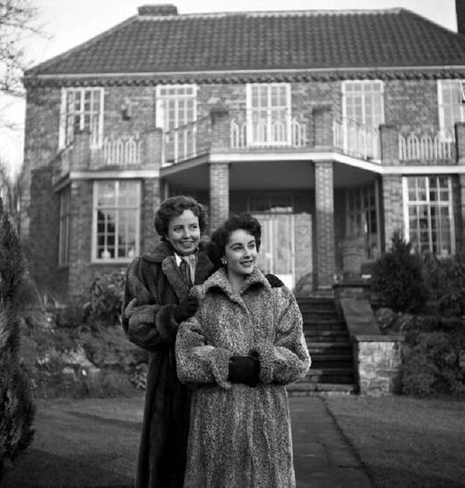 Элизабет Тейлор и ее мать, Сара, в 1948 году.
