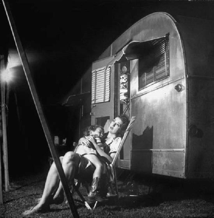 Джипси Роза Ли со своим 4-летним сыном Эриком Ли Киркландом, штат Теннесси, май 1949 года.