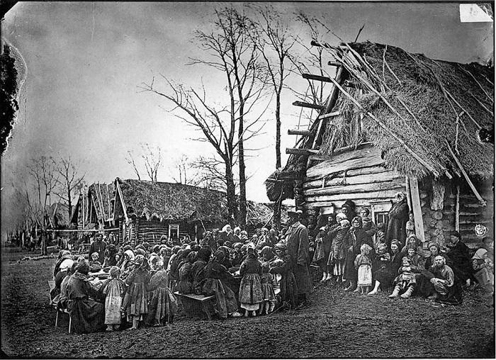 Столовая в деревне Пралевке Лукояновского уезда, 1891-1892 годы.