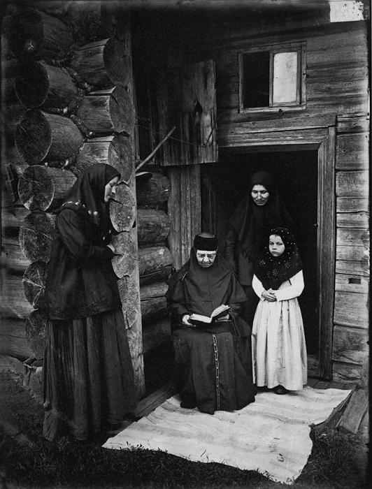 Уставщицы, 1897 год.