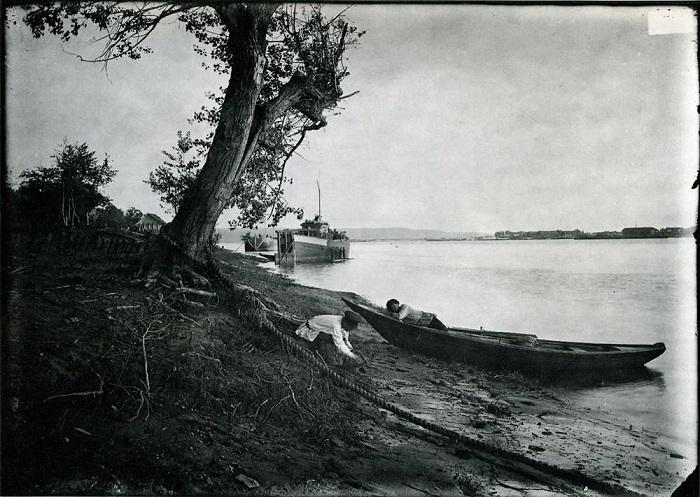 Рыбаки на берегу Оки.