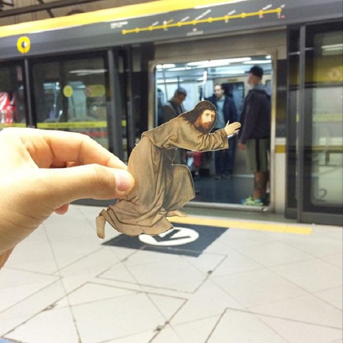 Иисус в современном метро.