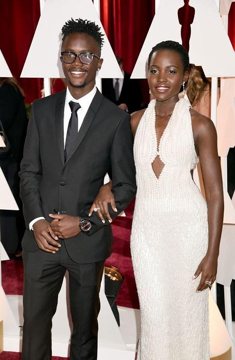 Младший брат оскароносной кенийской актрисы учится в Нью-Йорке и живет вместе со своей сестрой.