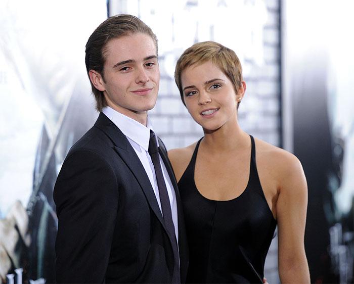 Младший брат Эммы также снимается в фильмах, но все же предпочитает строить карьеру в модельном бизнесе.