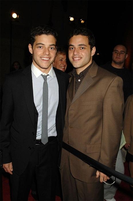 В детстве братья-близнецы частенько притворялись друг другом из-за чего попадали в забавные ситуации.