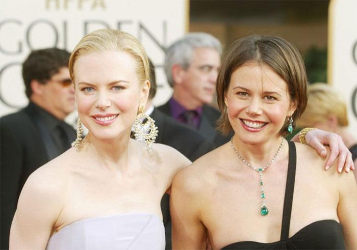 Младшая сестра австралийской актрисы является успешной журналисткой и телеведущей.