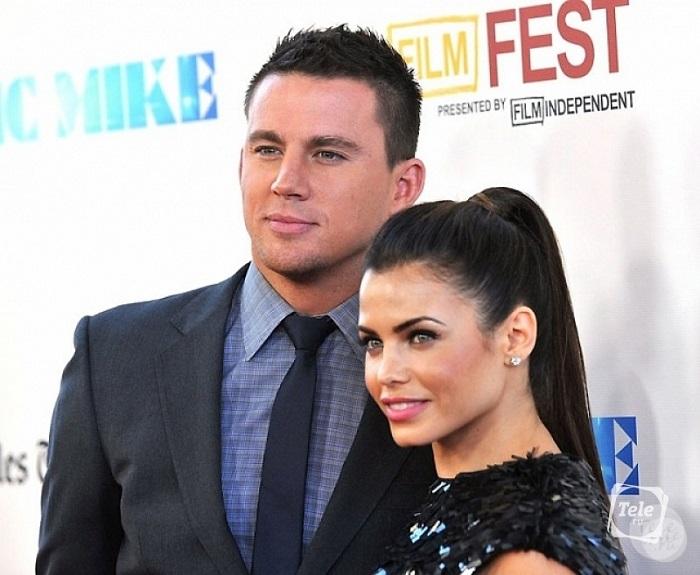 Одна из самых красивых и крепких пар Голливуда подала на развод - предположительно из-за постоянной занятости на работе.