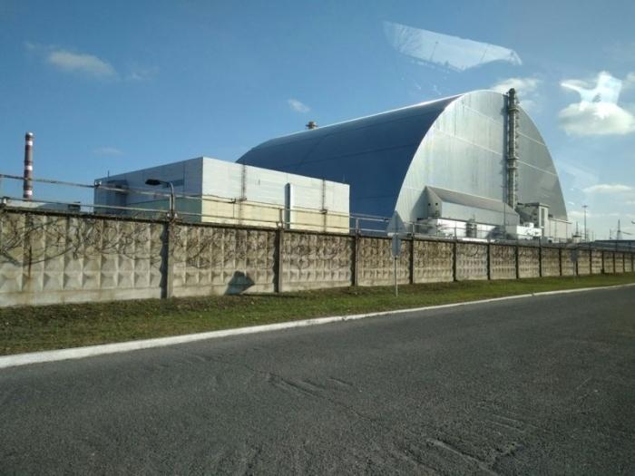Изоляционная арка над поврежденным реактором стала самым большим подвижным наземным сооружением в мире.