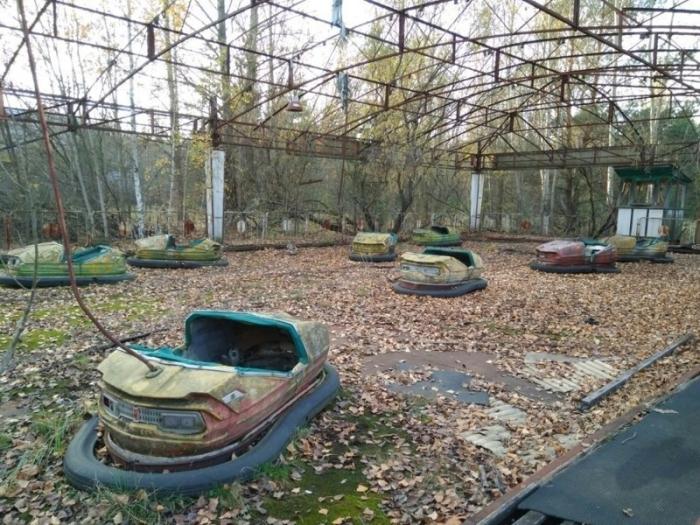 Аттракцион с машинками в парке развлечений – одном из сильно зараженных мест в Припяти.