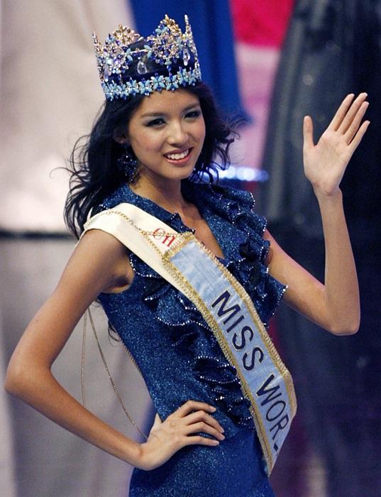 Китайская певица и фотомодель стала первой китаянкой завоевавшей титул «Мисс Мира» в 2007 году.