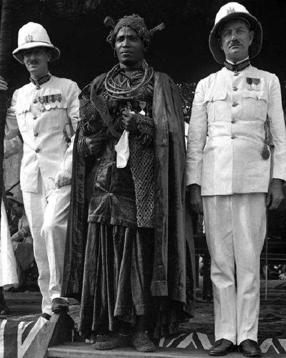 Визит высокопоставленных особ - графа Плимута к королю Бенина Akenzua II. 1935 год.