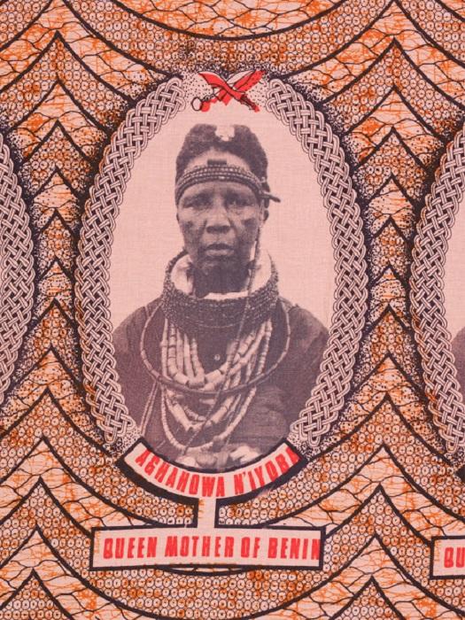 Юбилейная ткань, на которой изображена королева-мать Бенина. 1981 год.