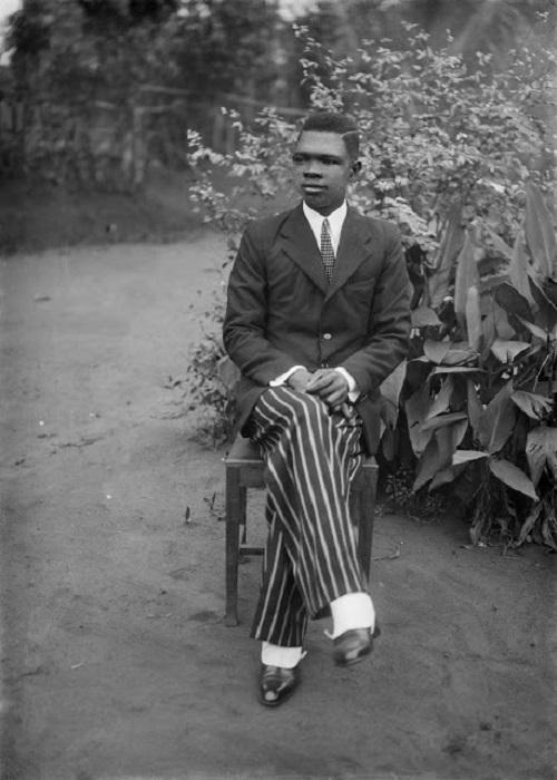 Автопортрет Solomon Osagie Alonge 1942 года, Бенин-Сити, Нигерия.