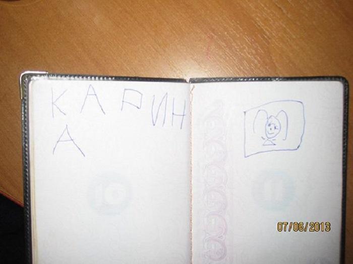 Дочка решила, что в паспорте папы обязательно должно быть ее имя и шикарный портрет!