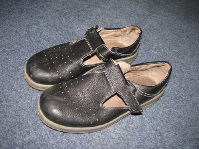 Вся детвора щеголяла практически в одинаковых (зато качественных!) сандалях.