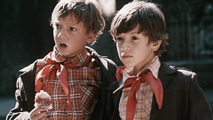Приключения двух друзей, которые учатся в третьем классе и совсем не похожи друг на друга, но это только помогает им выпутываться из историй, в которые они постоянно попадают.