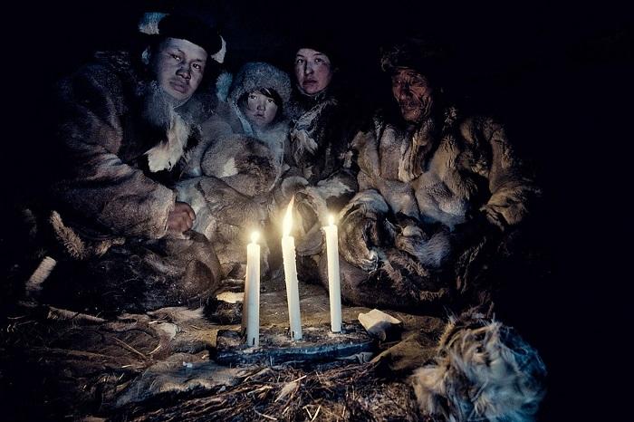 Коренной народ, разбросанный на огромной территории от Берингова моря до реки Индигирки и от Северного Ледовитого океана до рек Анадырь и Анюй.