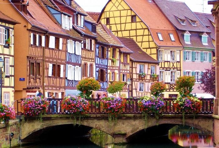 Кольмар — живописный эльзасский город, с прекрасно сохранившимися старыми кварталами, включающими обширную средневековую часть.