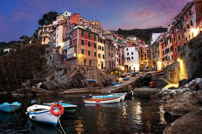 Риомаджоре находится в Италии на территории природного заповедника Чинкве-Терре.