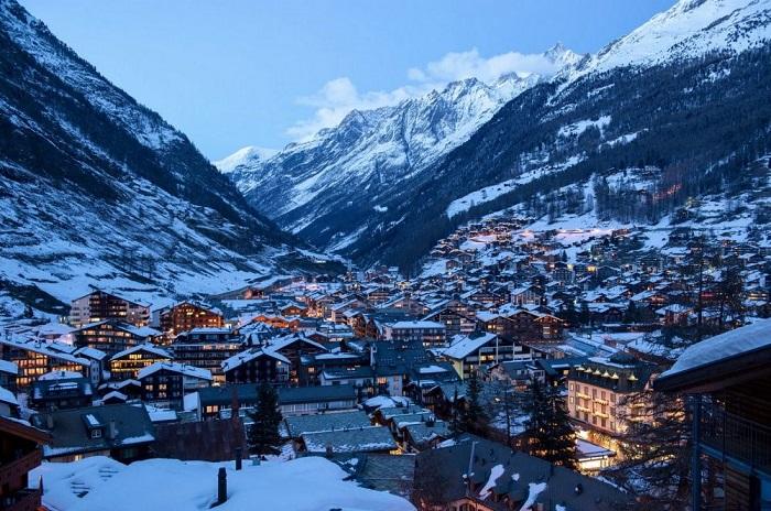 Церматт - швейцарский горнолыжный курорт, расположенный на востоке Кантона Вале, на северном склоне и высоте 1620 метров над уровнем моря.