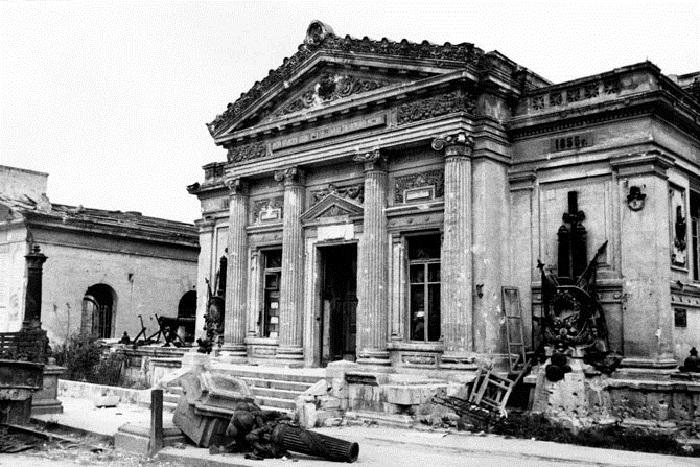 Военно-исторический музей, разрушенный немецкими войсками.