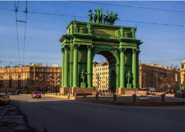 Нарвские ворота, современный вид Санкт-Петербурга.