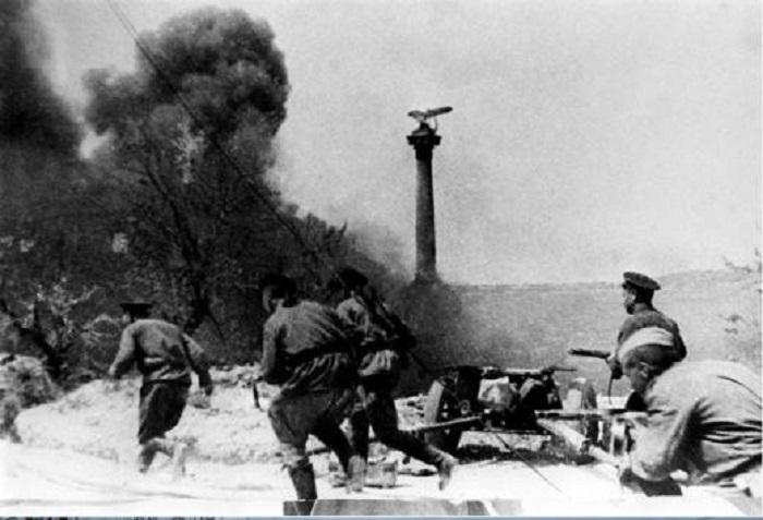 Заключительные минуты боя на Приморском бульваре в день его освобождения, 1944 год.