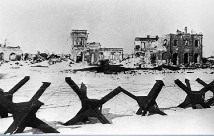 Вид на разрушенный в ходе боев город.
