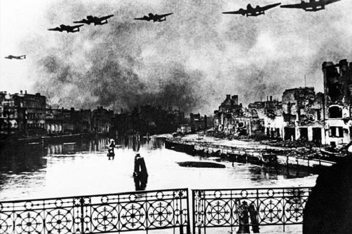 Советские бомбардировщики над Кенигсбергом, Кафедральный собор.