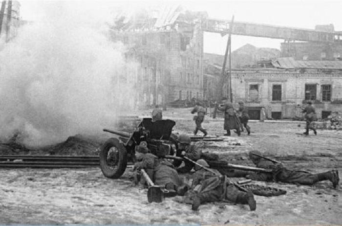 Бой в районе вокзала города.
