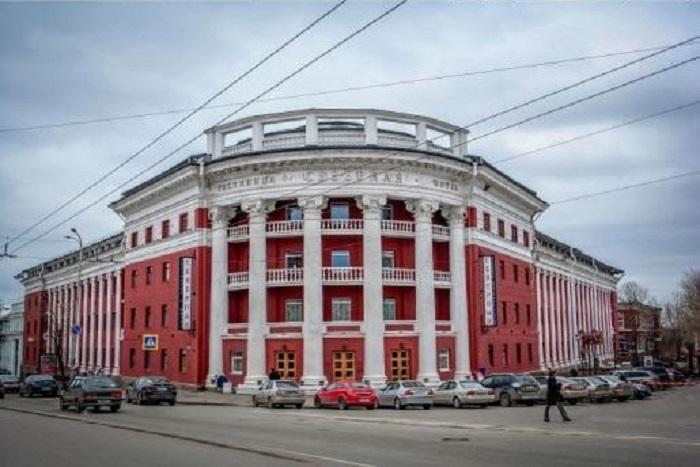 Современный вид на гостиницу «Северная» в Петрозаводске.