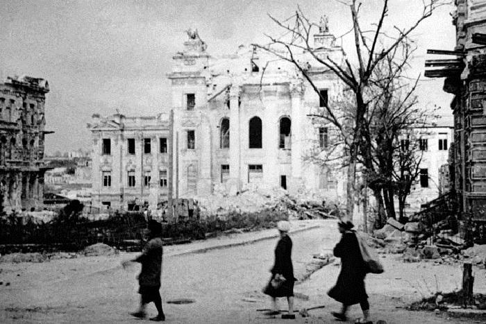 Здание института физической медицины имени И.М. Сеченова, разрушенные немецкими войсками.