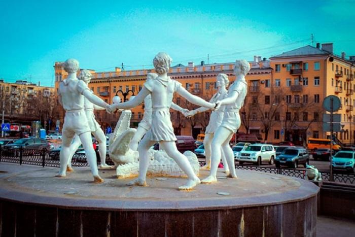 Современный вид фонтана «Детский хоровод» в Волгограде.