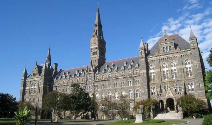 Иезуитский католический частный университет.