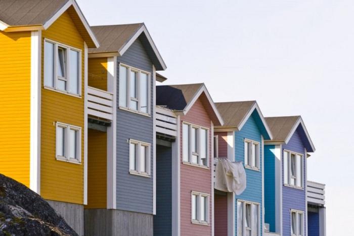 Жители Гренландии раскрашивают зиму.