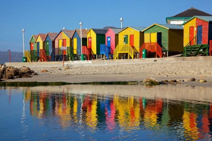 Яркие деревянные домики жителей Кейптауна.