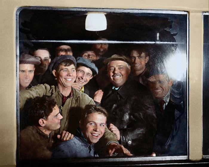 В период обкатки москвичи - передовики производства, получили возможность проехать по первой линии лучшего в мире метрополитена.