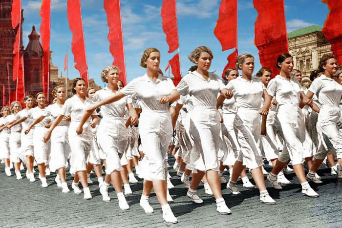 Шествие советских спортсменов.